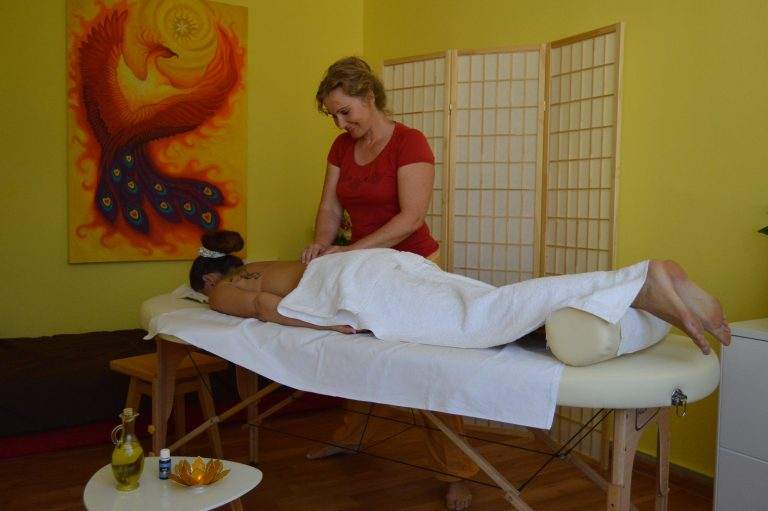 Classical and sports massage Saraca´s Essence Sun